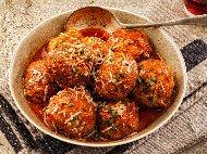 Яхния с кюфтета и доматен сос на баба